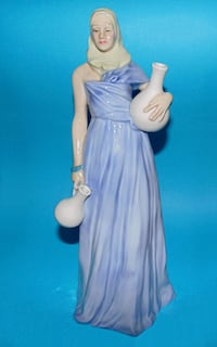 Beautiful Royal Doulton Figurine -Water Maiden Reflections Collection 539 km
