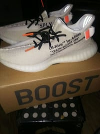 pair of white adidas Yeezy Boost 350 with box West Palm Beach, 33401