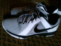 pair of white Nike low-top sneakers Auburn, 98002