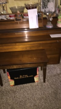 Brown wooden upright piano Olney, 20832