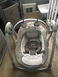 Baby swing gray and white excellent condition, hardly used Hyattsville, 20782