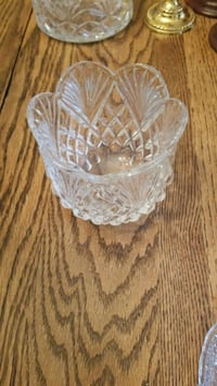 clear cut glass footed bowl Montclair, 22025