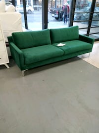 New green velvet sofa Martinsburg, 25401