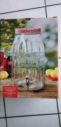 GLASS BEVERAGE DISPENSER 2 GALLONS, BRAND NEW IN B