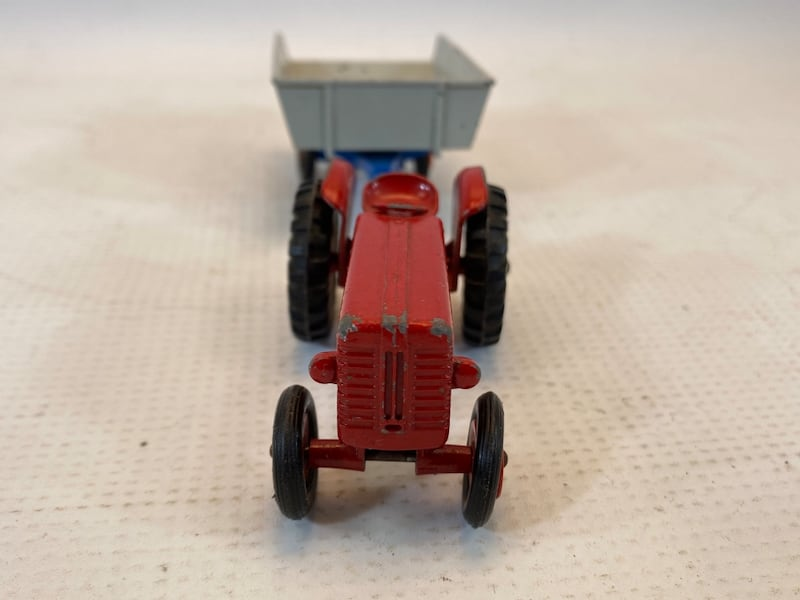 Matchbox King Size McCormick International Tractor 4 Whitlock Trailer 2