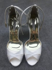 pair of white leather open-toe ankle strap heels Kent, 98032