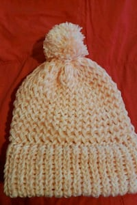 pink and white crazy 8 pompom knit cap Bourg, 70343