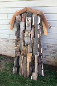 PALLET WOOD AND 2x4's FOR BURN USE FOR OUTSIDE BURN PIT HAS NAILS