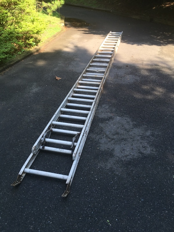 40' magnesium extension Ladder 6666767f-532d-489f-9cae-fce93497068a