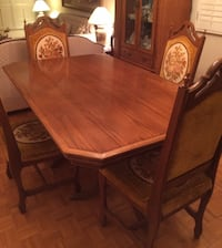 3-piece dining room set (does not include items inside 2 cabinets)  557 km