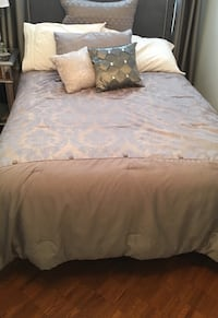 DOUBLE GRAY BEDDING WITH PILLOWS NO HEADBOARD Laval, H7G 5M2