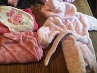 Bundle robe with towels $15 used the robe one time  Merrillville, 46410