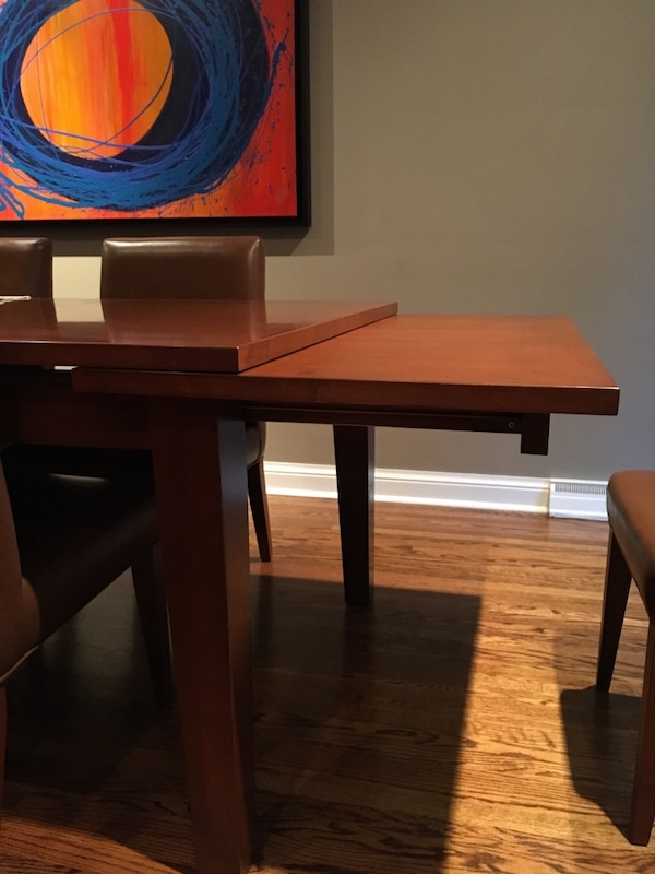 Large wood dining table **must be picked up by Monday before noon** e15c5c6f-c8e4-43fb-8bc6-2bab25d001d0