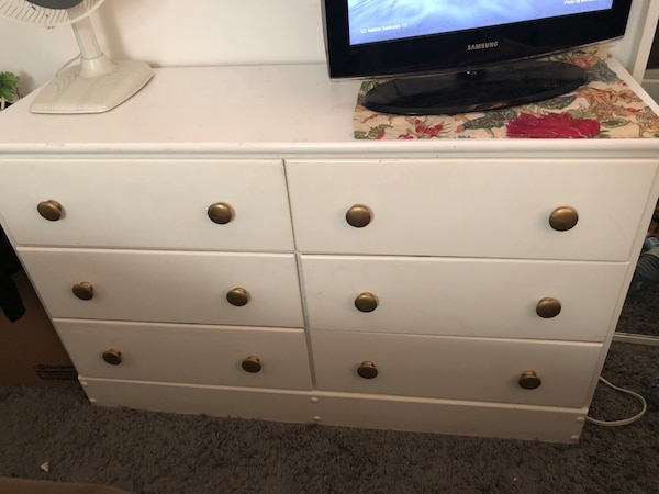 Vintage Looking Dresser (6 Drawers)