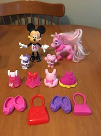 Disney Minnie Mouse bowtique doll with pets and clothes