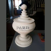 Gorgeous large vase with lid  Whitby, L1N 8X2