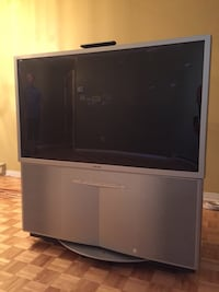 Gray sony rear-projection tv with remote Montréal