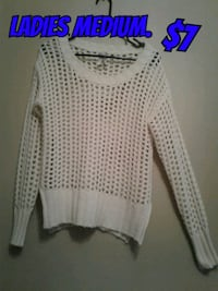white scoop-neck long-sleeved shirt Calgary, T3B 0T3