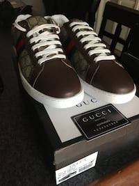 Gucci Brown Leather sneaker size 12 new Cumberland, 02864
