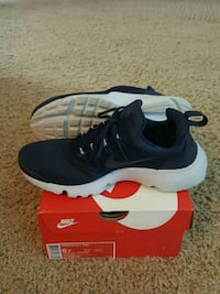 pair of blue Nike low-top sneakers with box Oklahoma City, 73107