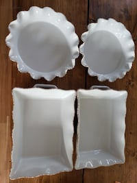 4 pieces bakeware brand new never used  Calgary
