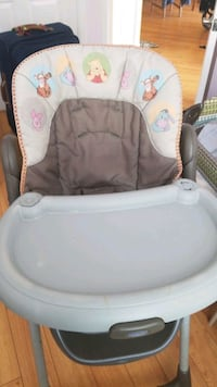 baby's white and gray bouncer Vaughan, L4J 8P7