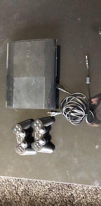 PS3 and 2 controllers Kitchener, N2M