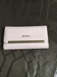 Light pink guess wallet new condition,smoke and pet free home. Lots of compartments Elmira, N3B 1W4