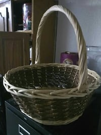 brown wicker basket with white and brown floral mattress Ceres, 95307