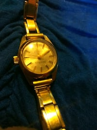 round gold analog watch with gold link bracelet Odessa, 33556