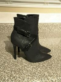 pair of black leather chunky heeled booties Toronto, M2M 1P7