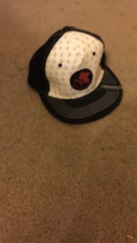 black and red fitted cap Folsom, 95630