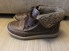 Boys shoes size 1,  high tops