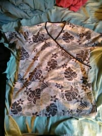 white and brown floral womens scrub top Dearborn Heights, 48127