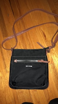 Roots crossbody purse  Montréal, H8T 3B5