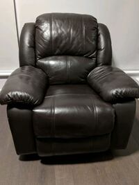 Reclinable Leather chair in great condition  Toronto, M5A 1G9