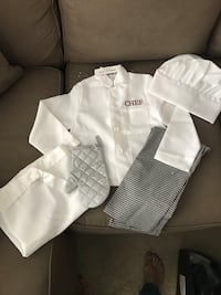 New kids chef costume size 4 Long Beach, 90815