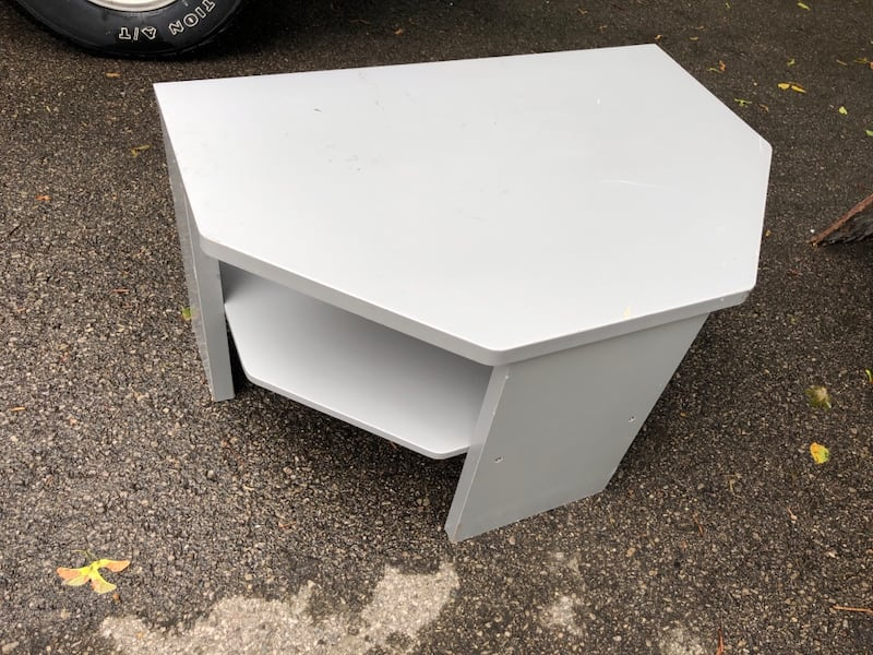 TV table/stand c8a4a507-2854-4ebb-ab4c-7a3878dc1969