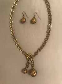 Gold-colored necklace with earrings Knoxville, 37938