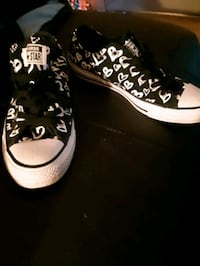BRAND NEW LIMITED EDITION CONVERSE WOMAN SHOE