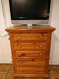 Wooden BROYHILL chest dresser in very good conditi Annandale, 22003