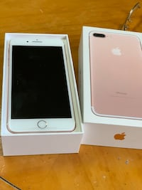 rose gold iPhone 7 plus with box Sweetwater, 33174