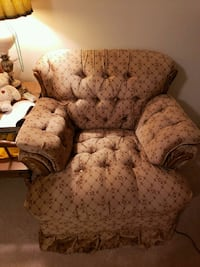 CHRISTMAS SPECIAL: Living room chair. Excellent condition.