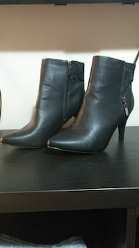 pair of black leather chelsea boots Winnipeg, R2V 3Y9