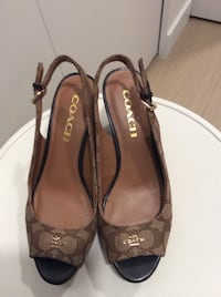 Coach sandals size 6 Burnaby, V5B 0B4