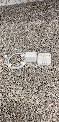 apple full set accessories  540 km