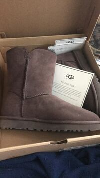 Ugg boots size 6 BRAND NEW Brown Calgary, T1Y 4P7