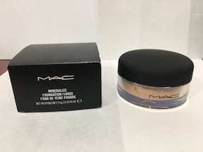 Brand new Mac mineralized foundation loose powder (medium plus)