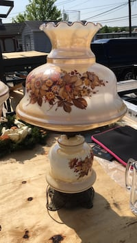 white and red floral ceramic table lamp Emmitsburg, 21727