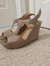 Gold wedge shoes, size 8, never worn  Martinsburg